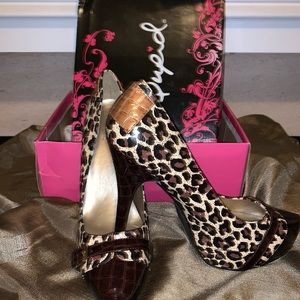 Camel Leopard pumps